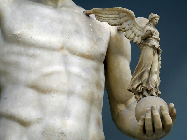 800px-Angel_Sculpture_in_Vatican_Museum