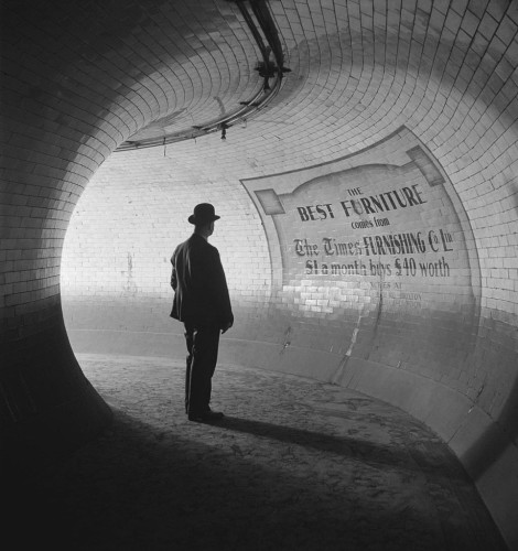 Emil Otto Hoppé - British Museum underground station, London, 1937