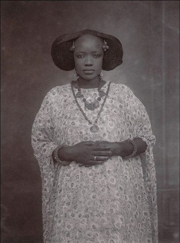 Senegalese-Woman-from-around-1910-by-an-unknown-photographer