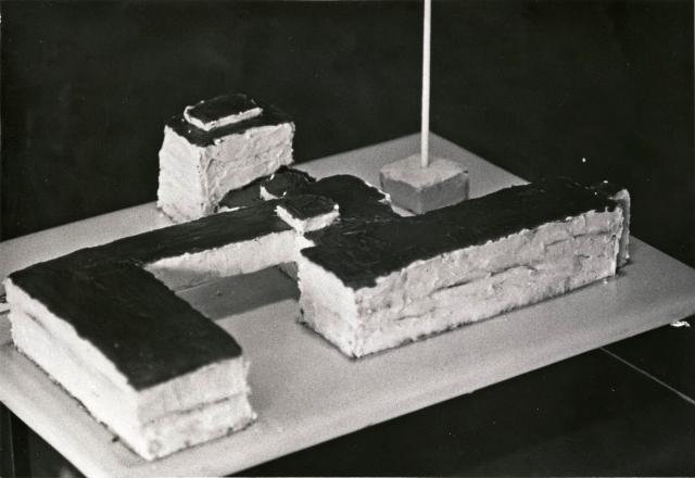 Bauhaus Building Cake (1963)