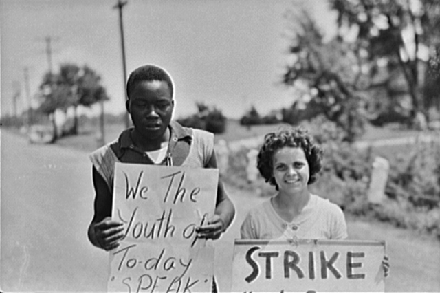 Picket line at King Farm, Morrisville PA, August 1938