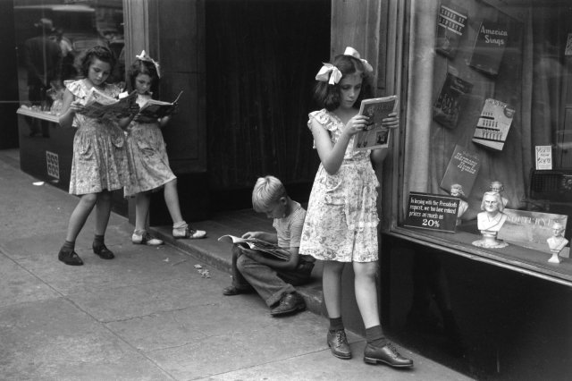Ruth Orkin - Comic Book Readers, New York City, 1947