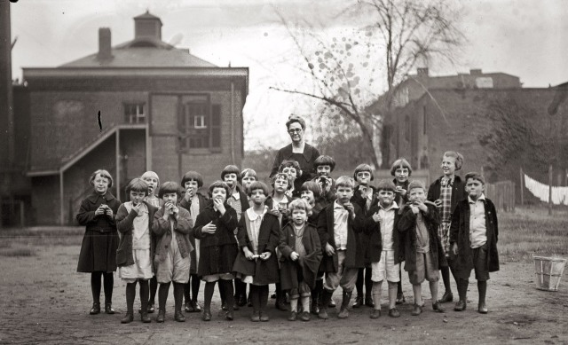 National Apple Week at Washington Orphanage - 1925