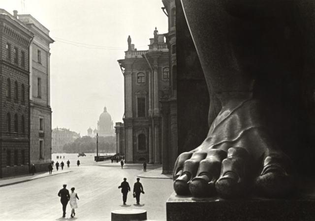 Boris Ignatovich - At the Hermitage, 1930