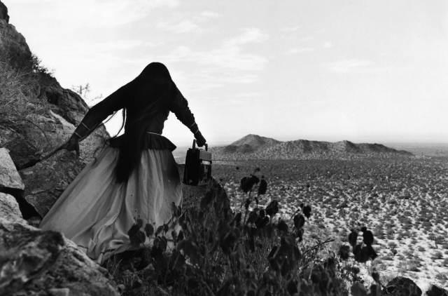 Graciela Iturbide - Mujer Ángel, Desierto de Sonora, México (1979)
