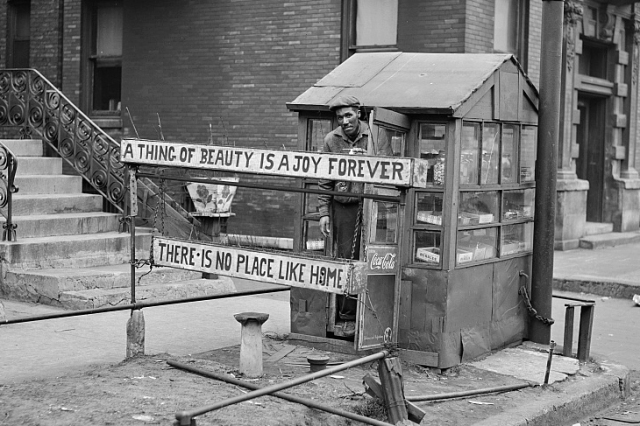 Russell Lee - Candy stand run by Negro. Southside, Chicago, Illinois (1941) small